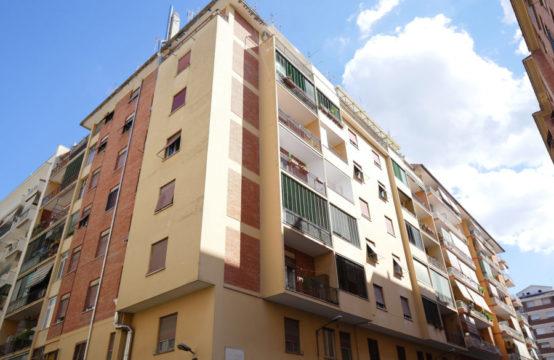 Ad.te metro, sesto piano luminoso trilocale con due balconi