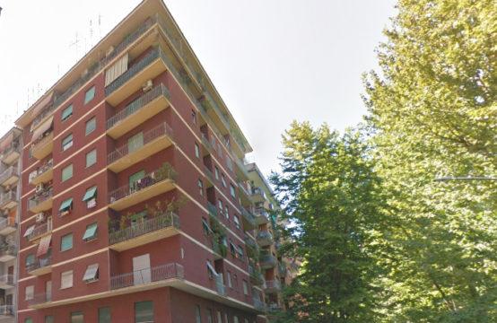 Fronte parco trilocale con ampio balcone e soffitta