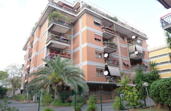 Complesso in cortina, ampio monolocale con balcone