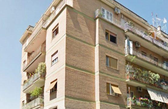 Bilocale con balcone, parzialmente arredato, ottimo stato