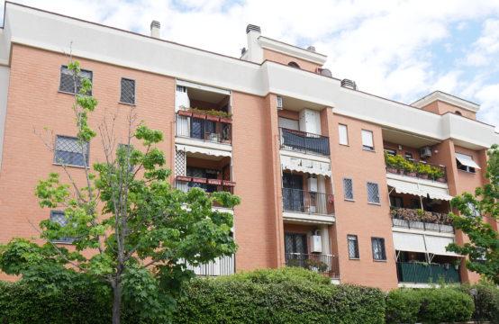 Ampio bilocale completo di terrazzo, giardino, cantina e box auto