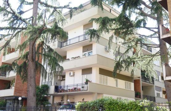 Adiacente Via Capuana, signorile terzo piano con cantina e posto auto