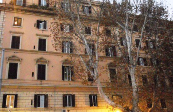 Ad.ze Villa Torlonia, palazzo d'epoca quarto piano arredato