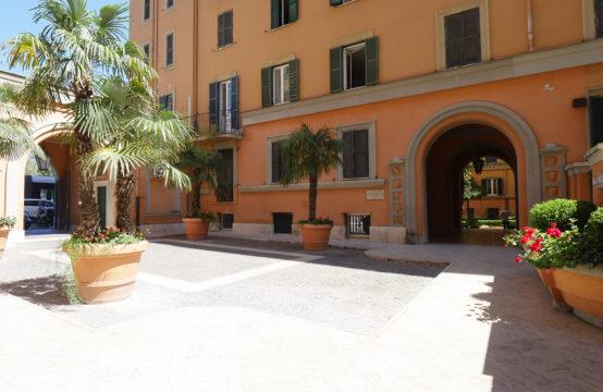Palazzo d'epoca, quadrilocale uso abitativo, ottimo acquisto anche uso studio