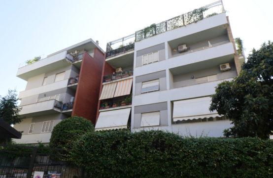 Signorile, ad.ze Via Capuana, attico panoramico vista parco