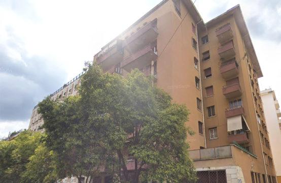 Signorile, terzo piano con balcone e soffitta