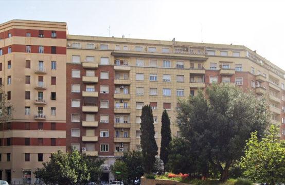 Ad.ze Piazza Bologna, bilocale con balcone arredato