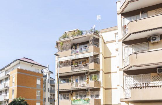 Silenzioso, luminoso secondo piano con balconi