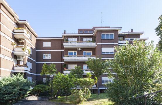 Complesso residenziale, ultimo piano con piccolo terrazzo, cantina e posto auto