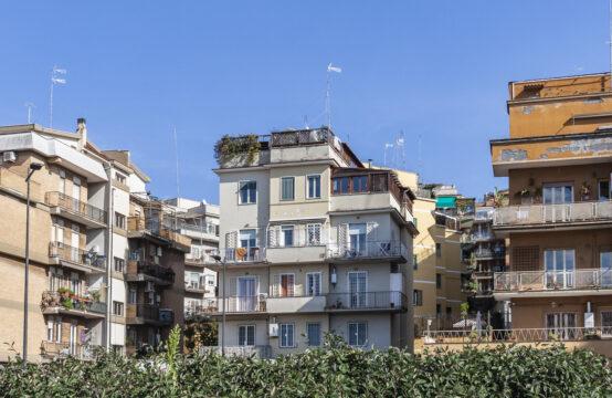 "Fronte metropolitana ""Conca d'oro"", luminoso bilocale con balcone"