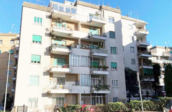 Quarto piano con balconi, completo di grande cantina, posto moto e posto auto condominiale